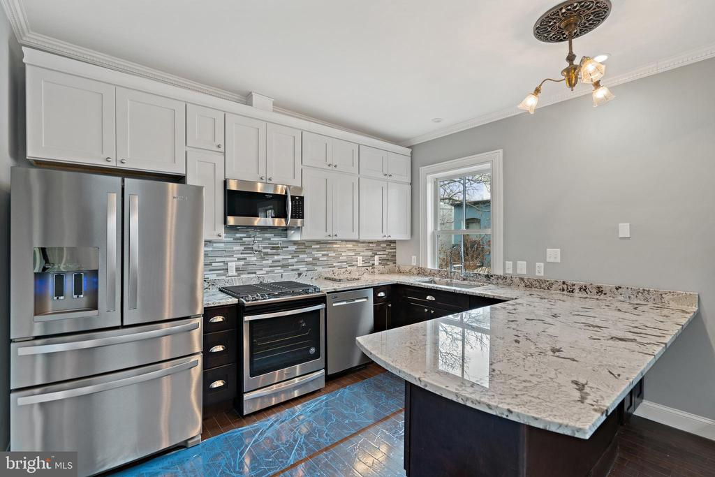 All new appliances and countertops - 515 7TH ST SE, WASHINGTON