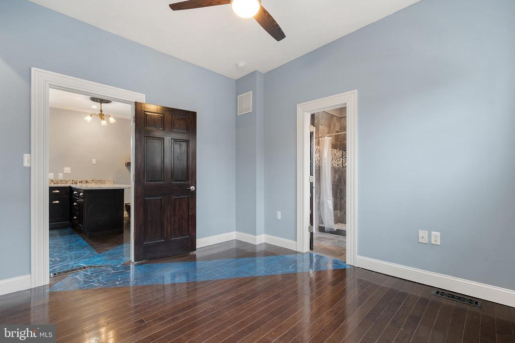 Spacious primary bedroom (#8) with attached bath - 515 7TH ST SE, WASHINGTON
