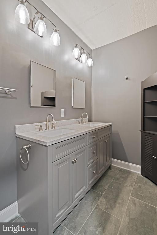 Carriage House bath w/ double vanity - 515 7TH ST SE, WASHINGTON
