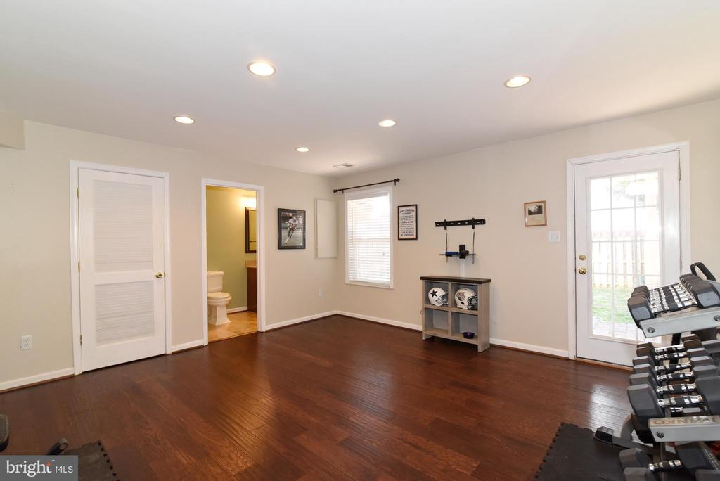 REC ROOM OPENS TO YARD - 42717 COOL BREEZE SQ, LEESBURG