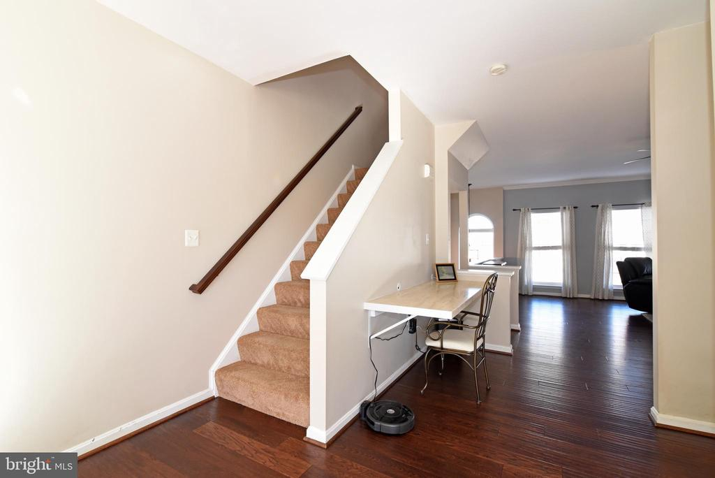LUSHLY CARPETED STAIRS TO BEDROOMS - 42717 COOL BREEZE SQ, LEESBURG