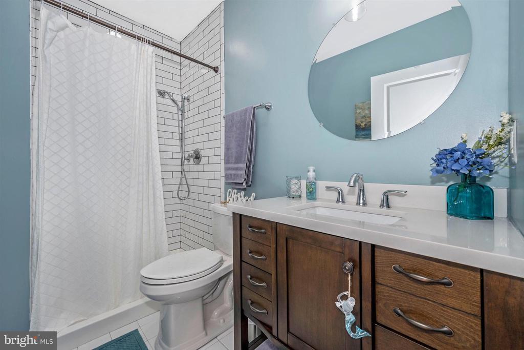 LOWER LEVEL FULL BATHROOM - 14025 GODWIT ST, CLARKSBURG