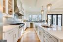 Gourmet kitchen - 6831 CHURCHILL RD, MCLEAN