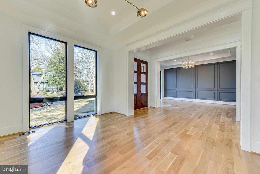 Formal Living Room - 6831 CHURCHILL RD, MCLEAN