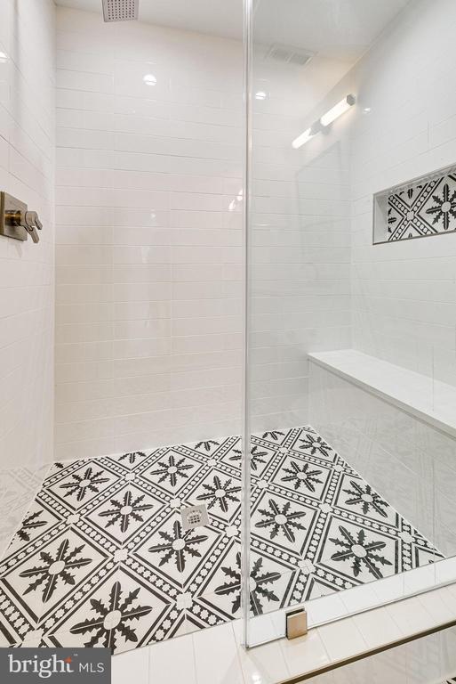 Shower Basement - 6831 CHURCHILL RD, MCLEAN