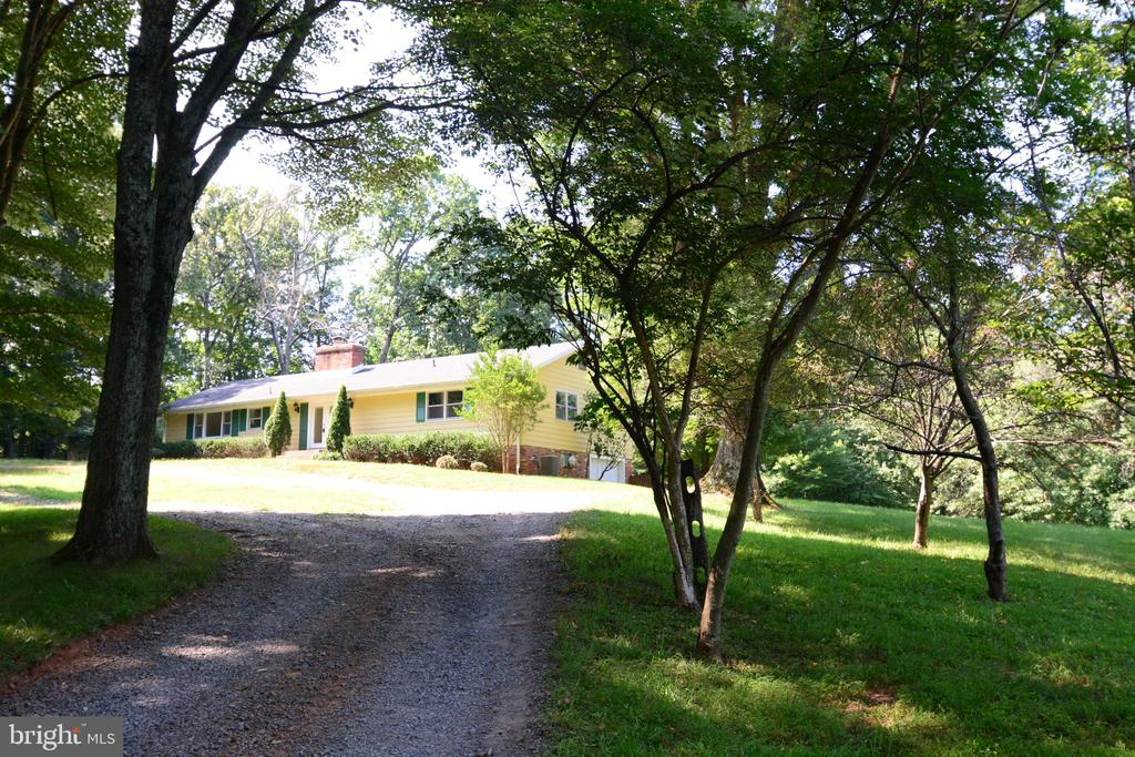 HOME SITS BACK FROM THE FROM THE ROAD FOR PRIVACY - 10215 HUNTER VALLEY RD, VIENNA