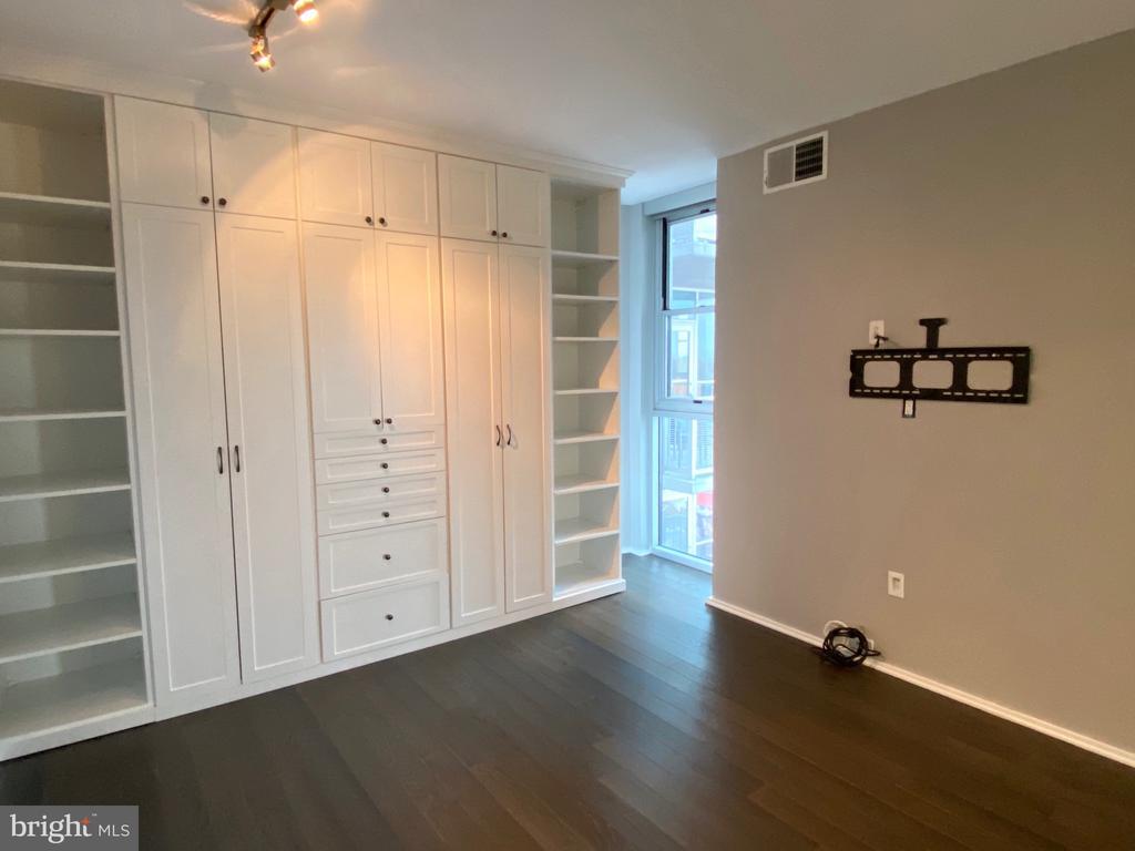 Bedroom w/ California Closets Wardrobe - 3409 WILSON BLVD #611, ARLINGTON