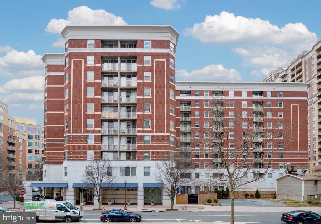 880 Ballston.  Fun, great location and amenities. - 880 N POLLARD ST #201, ARLINGTON