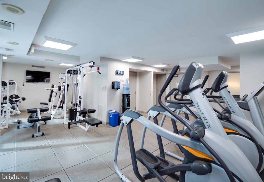 State of the art equipment in fitness center. - 880 N POLLARD ST #201, ARLINGTON