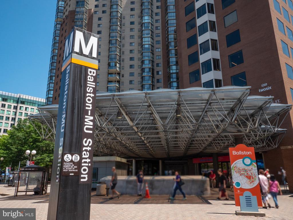 A few blocks from Ballston Metro. Org line. - 880 N POLLARD ST #201, ARLINGTON