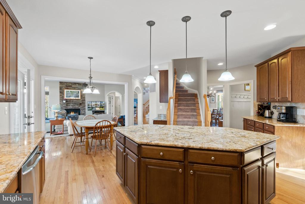 Gourmet Kitchen with Island - 11208 BLUFFS VW, SPOTSYLVANIA