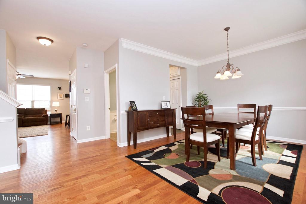 Living & Dining Rm have crown & chair rail molding - 42630 HARRIS ST, CHANTILLY