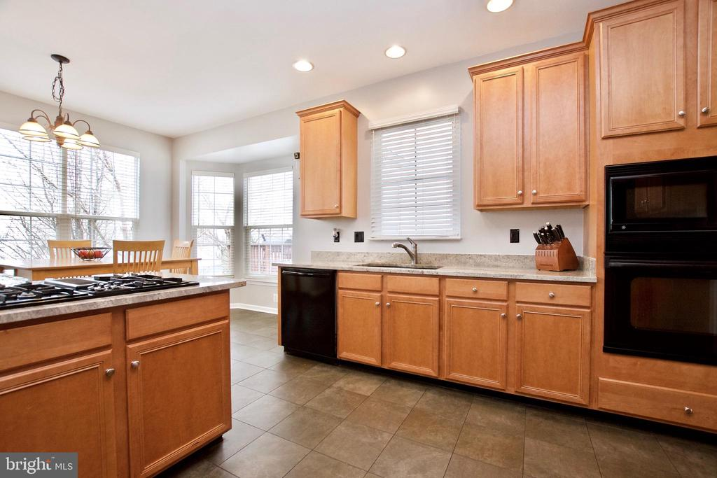 Light wood cabinetry is in great condition - 42630 HARRIS ST, CHANTILLY