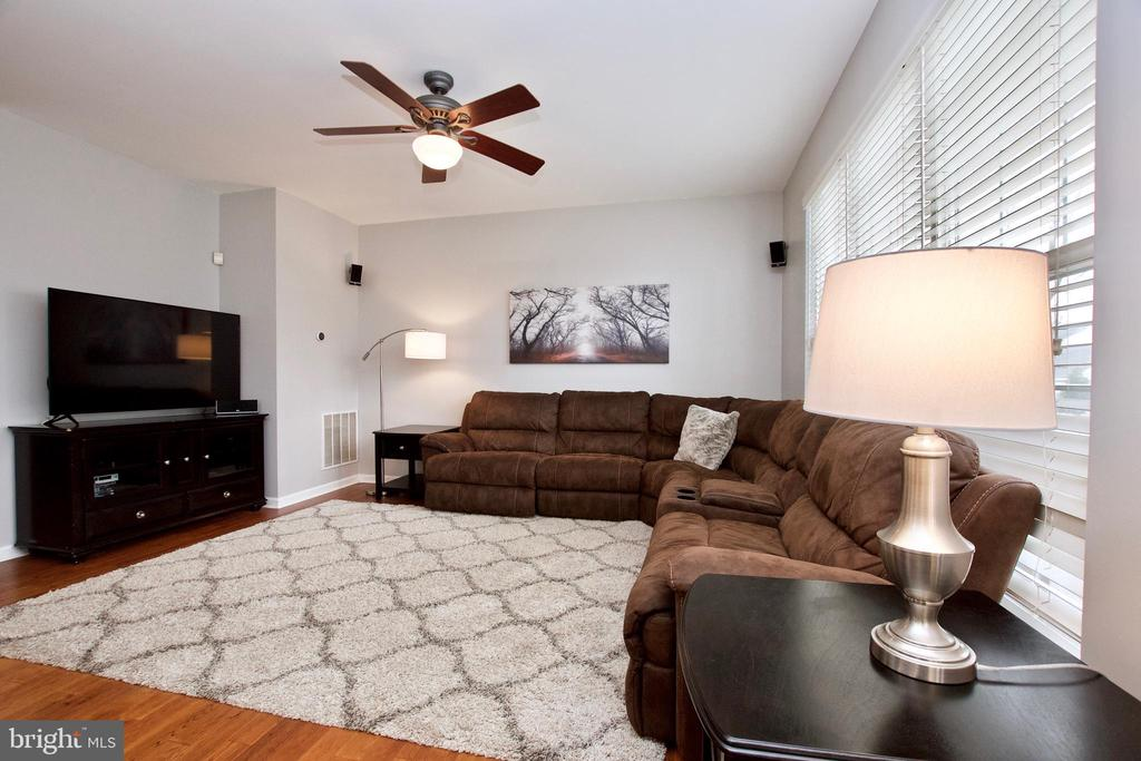 Lg Family Room offers ample space for entertaining - 42630 HARRIS ST, CHANTILLY