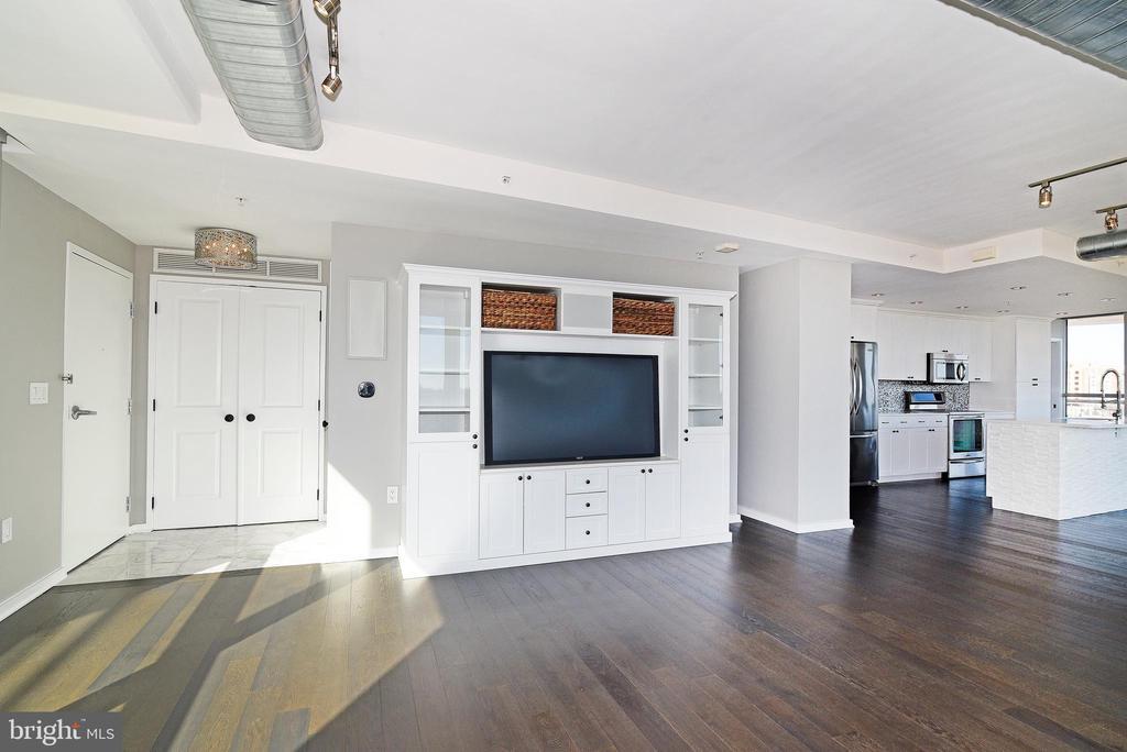 Living Room w/ Builtins (incl speakers) - 3409 WILSON BLVD #611, ARLINGTON