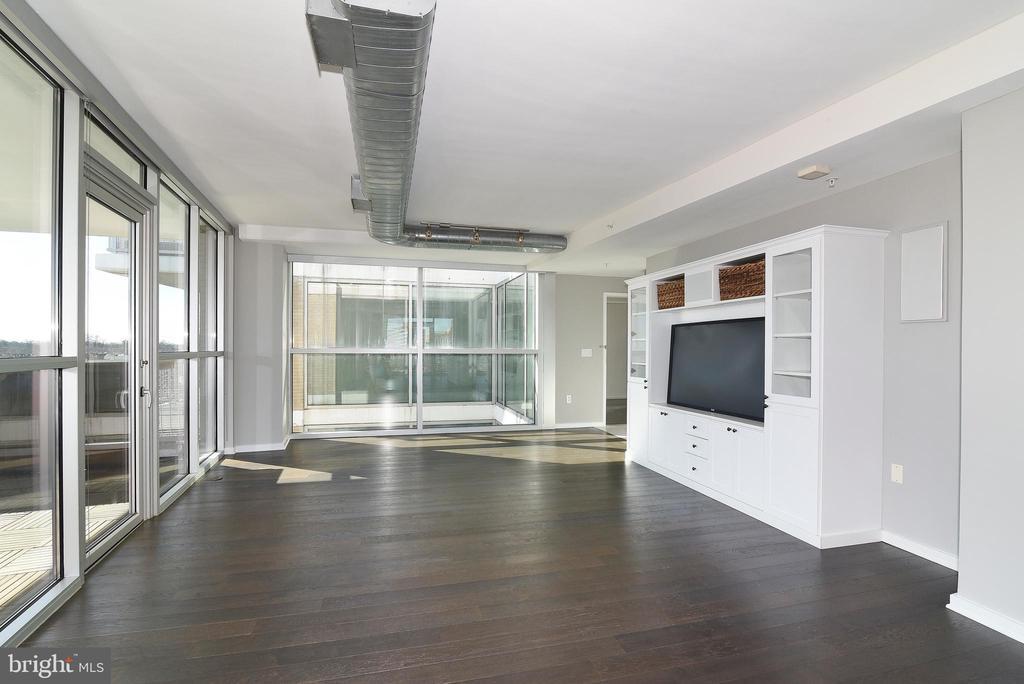 Living w/ Floor to Ceiling Glass - 3409 WILSON BLVD #611, ARLINGTON