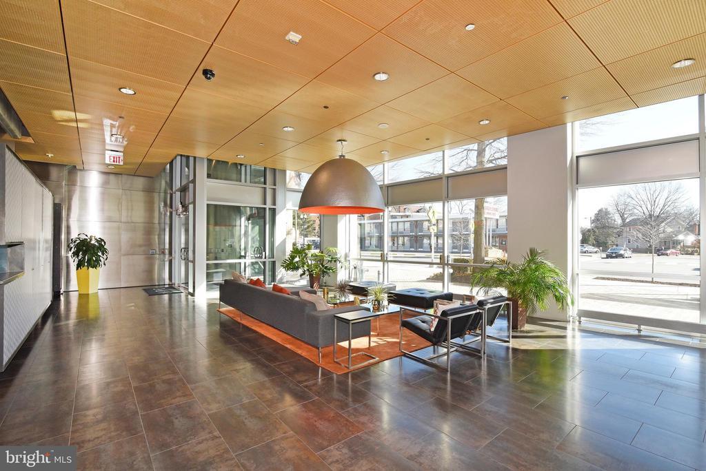 Lobby w/ Concierge (9-5) - 3409 WILSON BLVD #611, ARLINGTON
