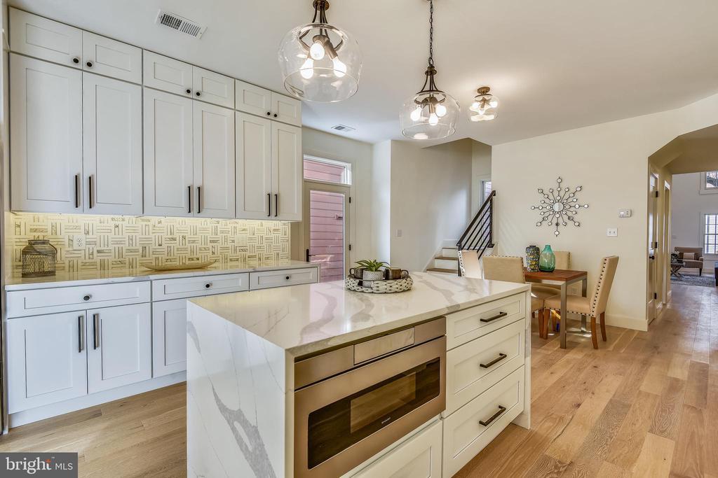 Custom Luxury Kitchen with Quartz Countertops - 309 N PATRICK ST, ALEXANDRIA