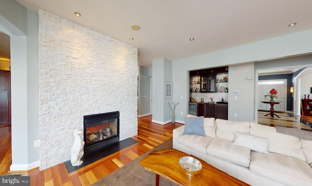 Two sided fireplace - 206 GREENHOW CT SE, LEESBURG