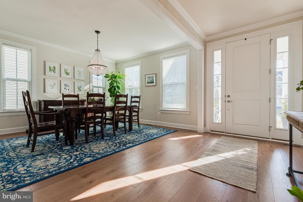 Formal Dining Room with Crown Molding - 23581 AMESFIELD PL, ALDIE