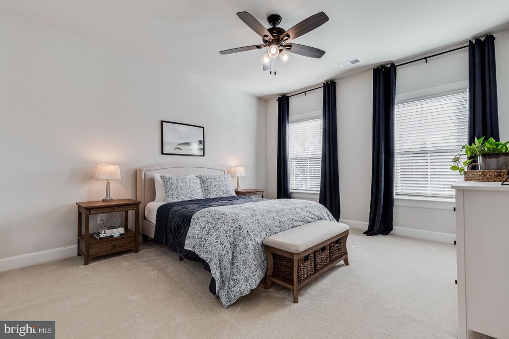 Large 2nd Bedroom - 23581 AMESFIELD PL, ALDIE
