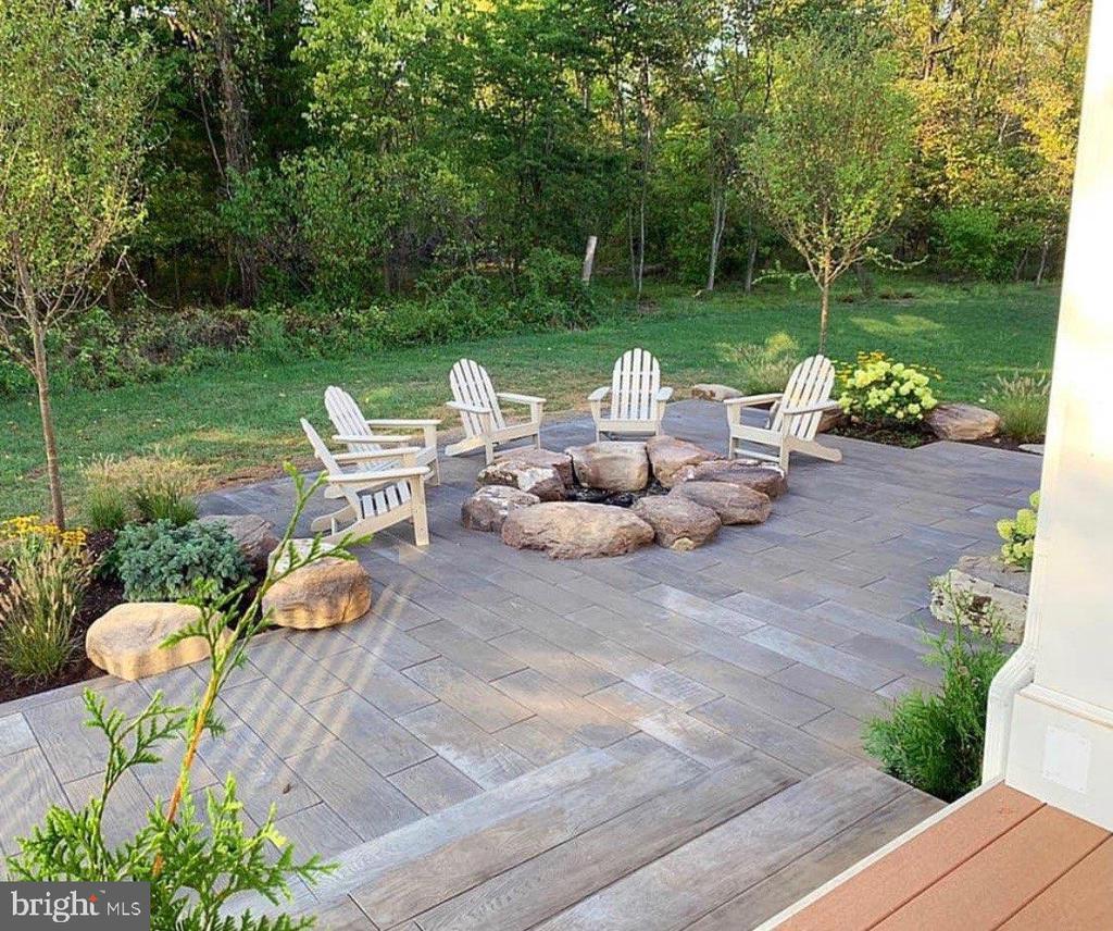 Large Patio Overlooking Wooded Backyard - 23581 AMESFIELD PL, ALDIE