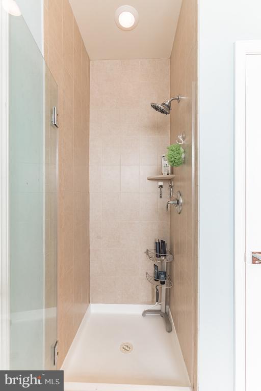 Frameless shower door - 22702 VERDE GATE TER, ASHBURN