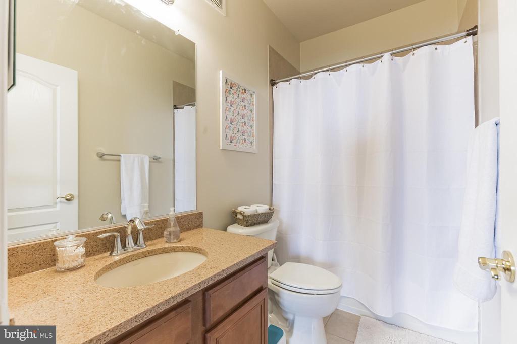 Upstairs hall bath - also super nice - 22702 VERDE GATE TER, ASHBURN