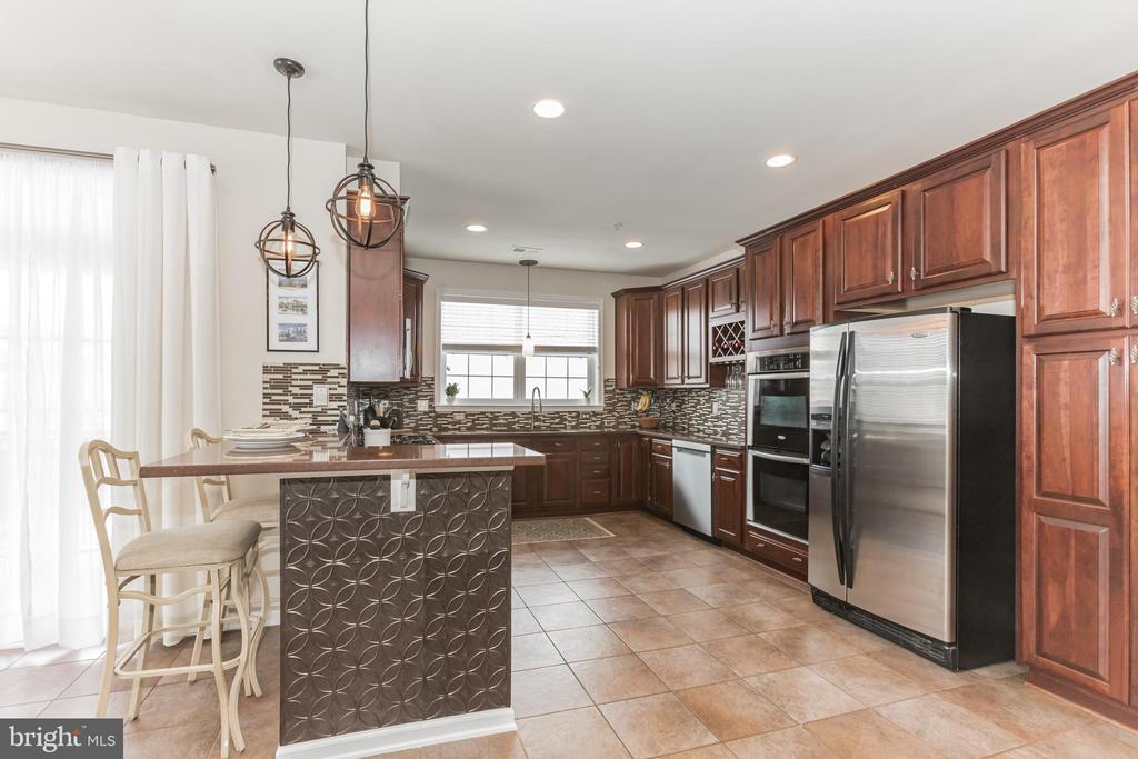 Stunning, large kitchen with natural light - 22702 VERDE GATE TER, ASHBURN
