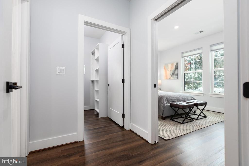 Entrance to owner's suite - 1411 KEY BLVD #211, ARLINGTON
