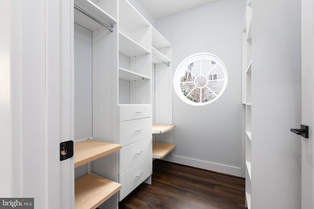 Owner's closet - 1411 KEY BLVD #211, ARLINGTON