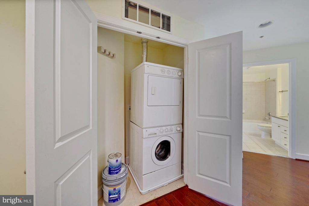 In-Unit Laundry - 3650 S GLEBE RD #267, ARLINGTON