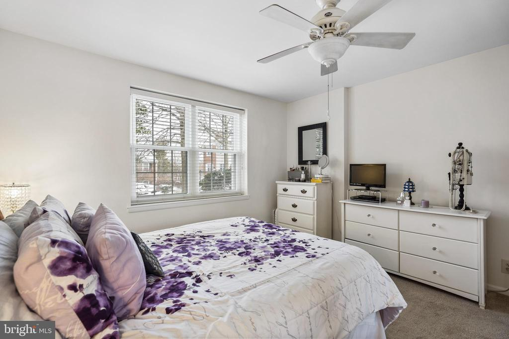 With ceiling fan & new carpet - 4616 28TH RD S #A, ARLINGTON