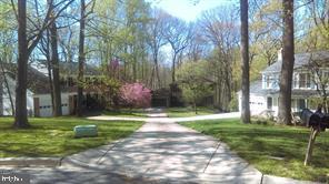 A beautiful front yard - 304 PRELUDE DR, SILVER SPRING