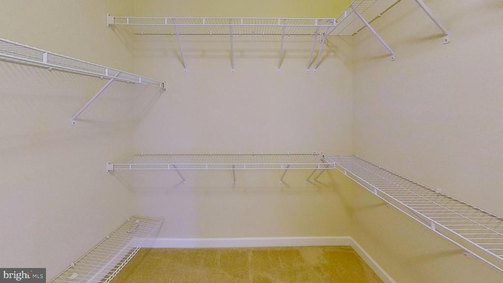 Walk-in closet - 20635 HOLYOKE DR, ASHBURN