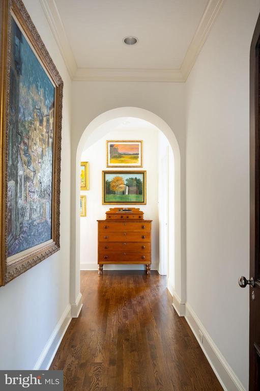 First Upper Level - Hallway - 2860 WOODLAND DR NW, WASHINGTON