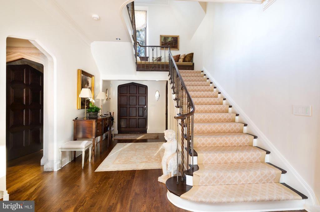 Main Level - Foyer - 2860 WOODLAND DR NW, WASHINGTON