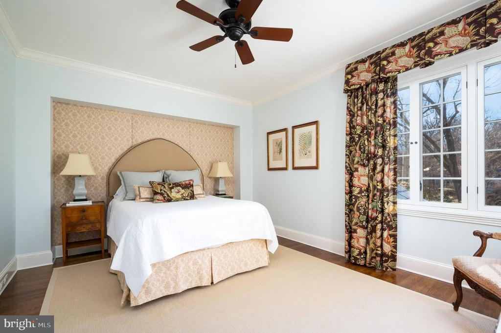 First Upper Level - Bedroom Suite #3 - 2860 WOODLAND DR NW, WASHINGTON