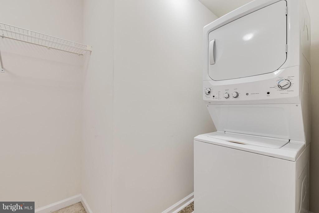 Upper Level Laundry - 8353 LONGFIELDS LN, ALEXANDRIA
