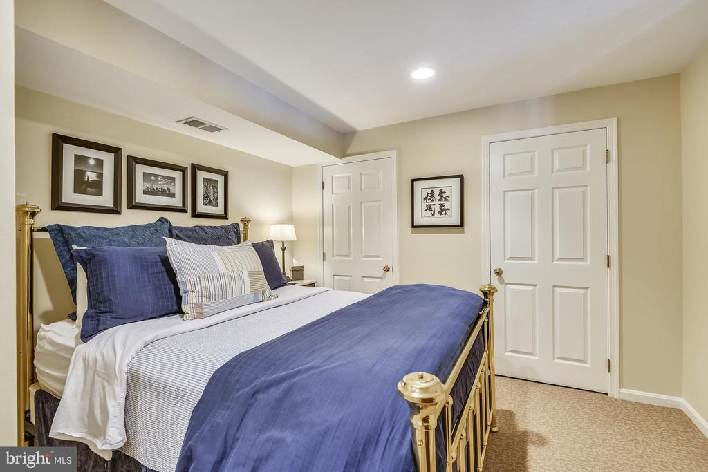 LL Den, Gym or Spend the night! Full Cedar Closet! - 11588 LAKE NEWPORT RD, RESTON