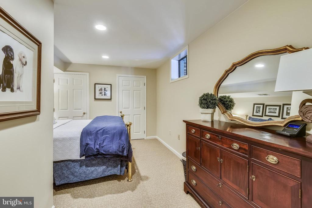 Room w/ 2 closets makes the perfect Guest Suite. - 11588 LAKE NEWPORT RD, RESTON
