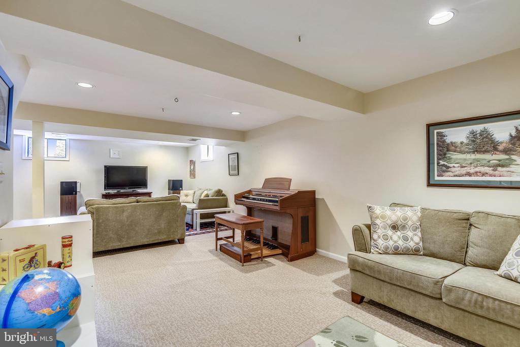 LL  Living  area and music room - 11588 LAKE NEWPORT RD, RESTON