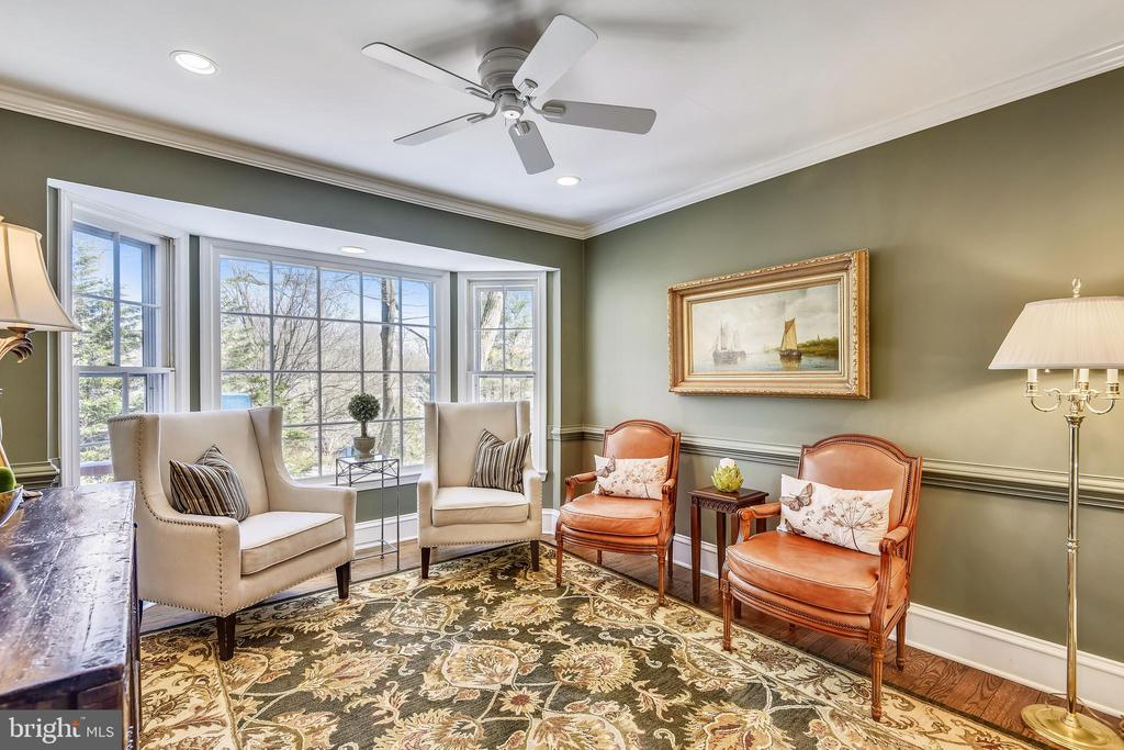 Main Level Living Room w/ Bay Window View of Yard - 11588 LAKE NEWPORT RD, RESTON