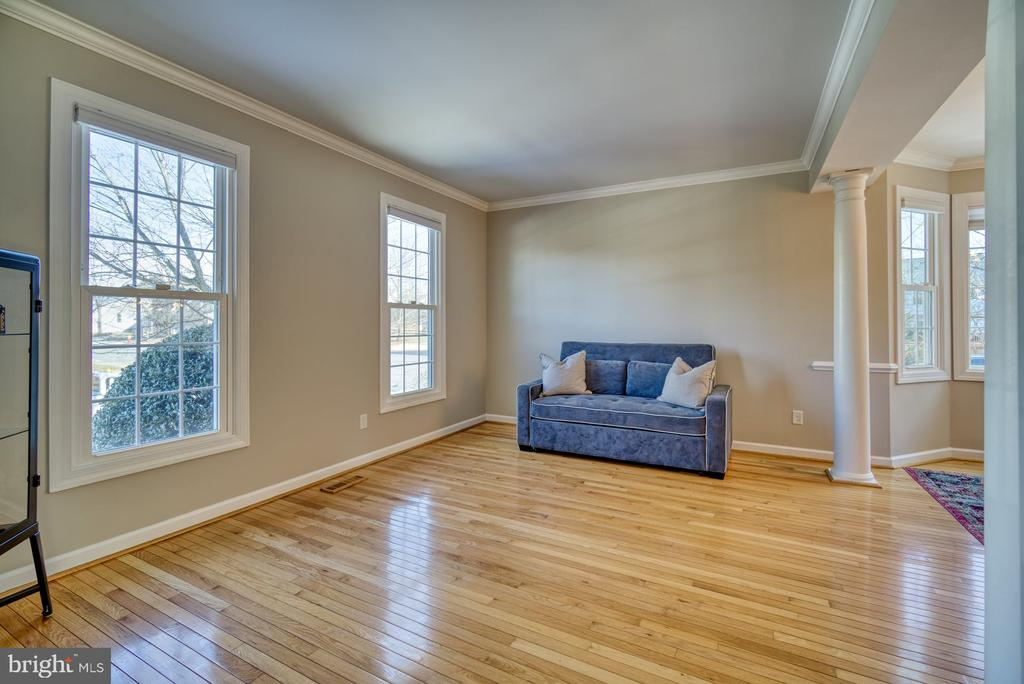 Living Room Flows into Dining Room - 21033 FOWLERS MILL CIR, ASHBURN