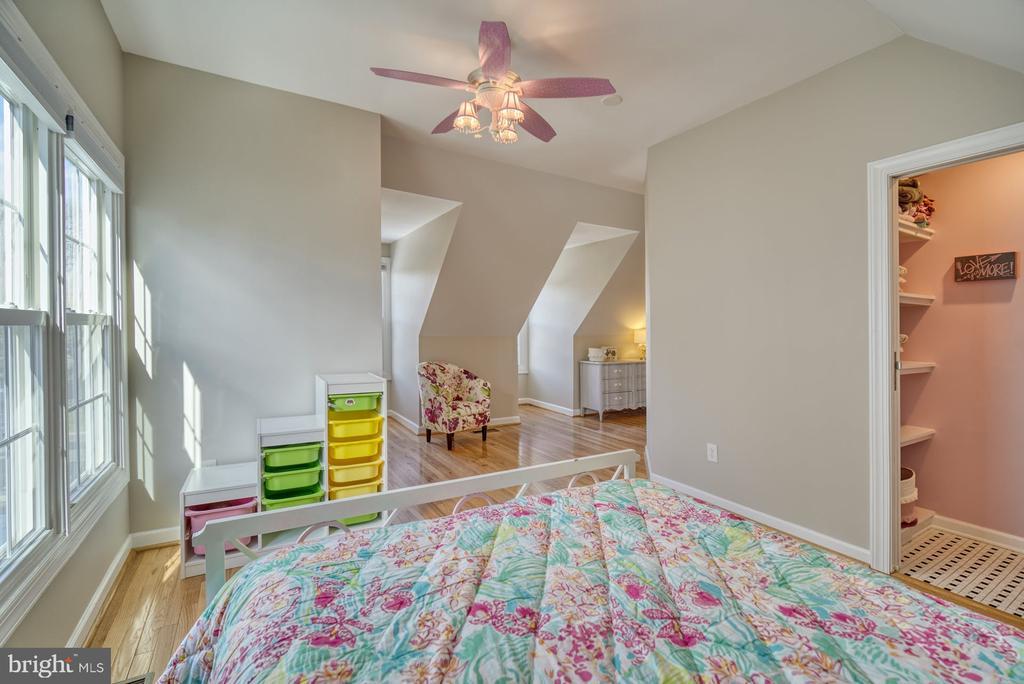 Second Bedroom has Walk-In Closet - 21033 FOWLERS MILL CIR, ASHBURN