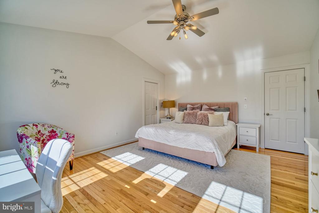 Primary Bedroom has Walk-In Closet - 21033 FOWLERS MILL CIR, ASHBURN