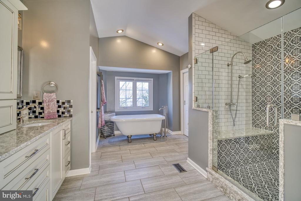 Stunning Renovated Primary Bathroom - 21033 FOWLERS MILL CIR, ASHBURN
