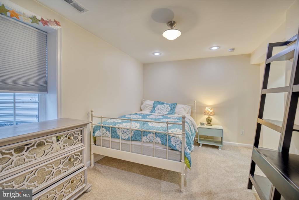 Nice Sized 5th Bedroom - 21033 FOWLERS MILL CIR, ASHBURN