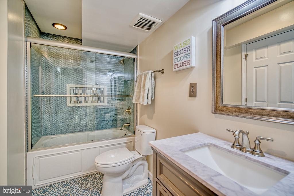 Serene Full Bathroom in the Basement - 21033 FOWLERS MILL CIR, ASHBURN