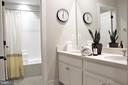 Hall Bath with Double Sink Vanity and Tub/Shower - 42502 MILDRED LANDING SQ, ASHBURN